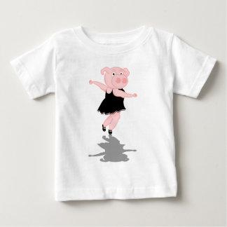 Cerdo lindo del baile del ballet playera de bebé