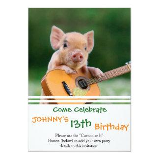 """Cerdo lindo divertido que toca la guitarra invitación 5"""" x 7"""""""