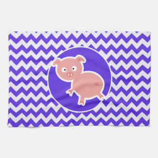 Cerdo lindo en Chevron violeta azul Toallas