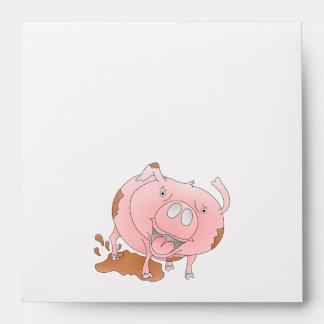 Cerdo lindo que salpica fango sobre