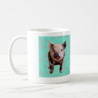 Cerdo lindo - remolinos del azul y del rosa taza clásica