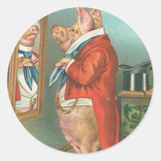 Cerdo que ata su pañuelo pegatina redonda