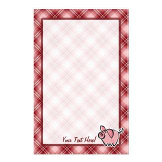 Cerdo rojo de la tela escocesa papelería