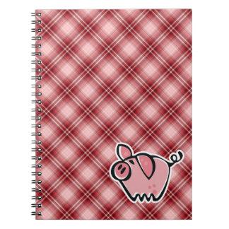 Cerdo rojo de la tela escocesa spiral notebooks