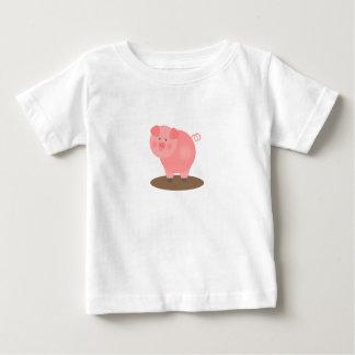 Cerdo rosado en una camiseta del charco de fango playera
