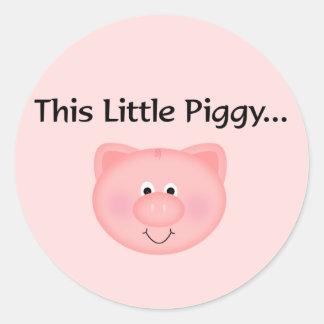 Cerdo rosado este pequeño guarro pegatina redonda