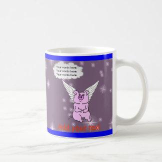 Cerdo rosado lindo del vuelo taza