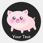 Cerdo rosado lindo en negro etiquetas redondas