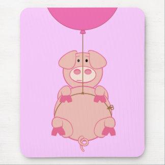 Cerdo y globo lindos del vuelo alfombrillas de ratones