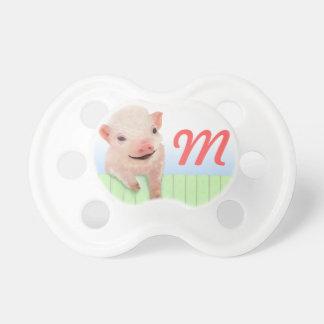 Cerdo y monograma chupete de bebé