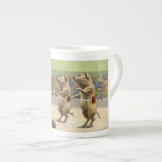 Cerdos del director de pista de circo y del circo  taza de té