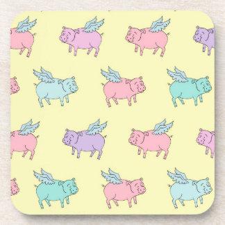 Cerdos del vuelo - amarillo en colores pastel posavasos de bebida