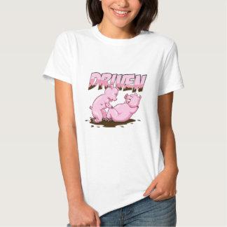 Cerdos divertidos que resuelven la camiseta camisas