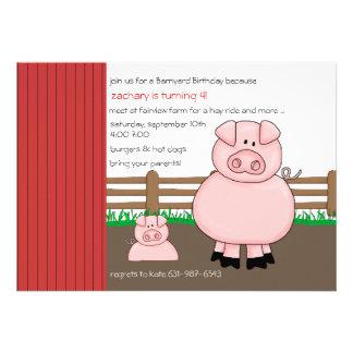 Cerdos en la invitación de la pluma