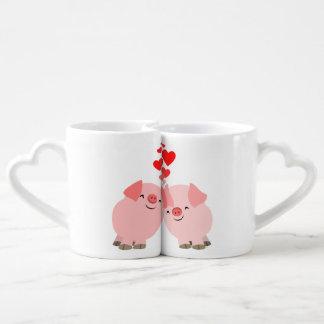 Cerdos lindos del dibujo animado en la taza de los taza para parejas