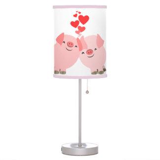 Cerdos lindos del dibujo animado en lámpara de mes