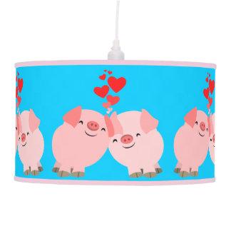 Cerdos lindos del dibujo animado en lámpara pendie