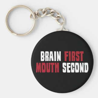 Cerebro primero, boca segunda llavero redondo tipo pin