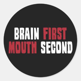 Cerebro primero, boca segunda pegatina redonda