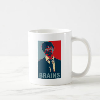 Cerebros del zombi taza básica blanca