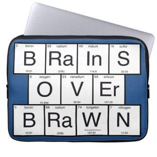 Cerebros sobre el queso de cerdo funda computadora