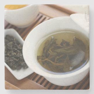 Ceremonia de té del chino tradicional: té del posavasos de piedra