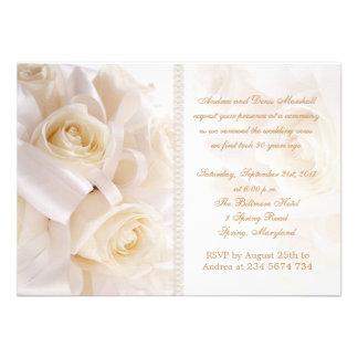 Ceremonia poner crema blanca de la renovación de l invitacion personalizada