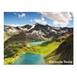 Ceresole Reale, paisaje hermoso del lago italy Postal