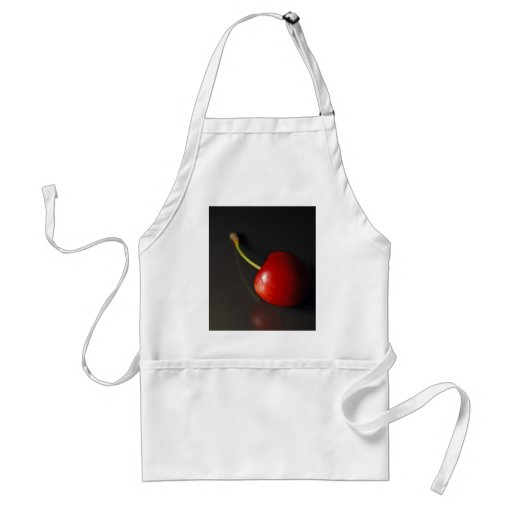 Cereza roja en oscuridad delantales
