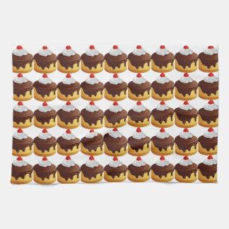 Cereza y torta rematada chocolate toallas de cocina