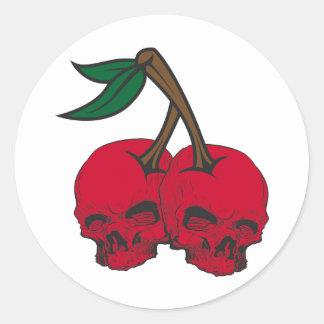 Cerezas del cráneo pegatina redonda