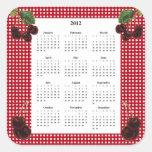 Cerezas y calendario a cuadros rojo y blanco 2012 calcomanías cuadradas personalizadas