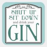 Cerrado para arriba, siéntese, y beba su ginebra pegatina cuadrada