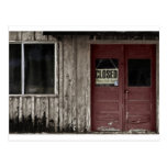 Cerrado - puerta vieja roja tarjetas postales