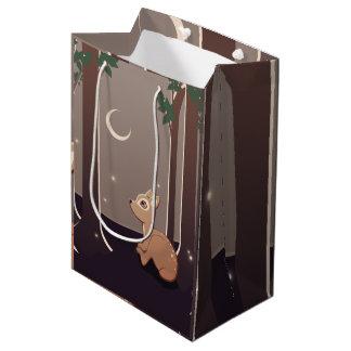 Cervatillo del bosque con las luciérnagas y el bolsa de regalo mediana