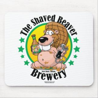 Cervecería afeitada del castor mousepads