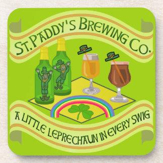 Cervecería divertida del Leprechaun del día de San Posavasos