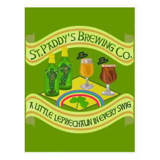 Cervecería divertida del Leprechaun del día de San Tarjeta Postal