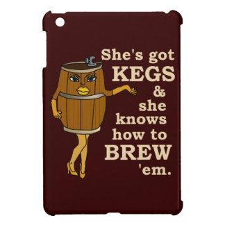 Cervecero divertido de la cerveza de la mujer