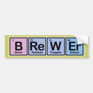 Cervecero hecho de elementos pegatina para auto