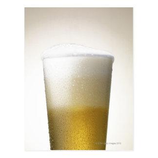 cerveza con la cabeza espumosa postales