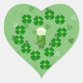 Cerveza, corazones, y tréboles pegatina en forma de corazón