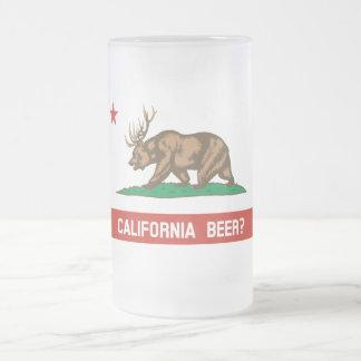 ¿Cerveza de California? Taza de cerveza helada