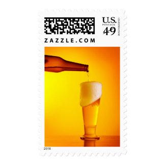 Cerveza de colada del camarero, vidrio de una timbres postales