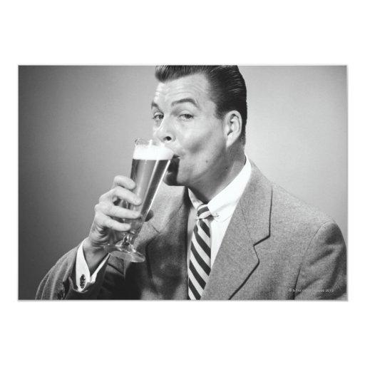 Cerveza de consumición del hombre de negocios invitación 12,7 x 17,8 cm