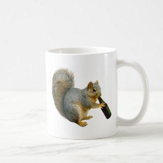 Cerveza de la ardilla taza de café