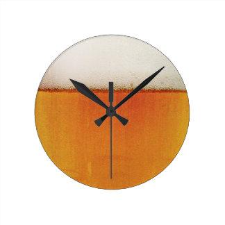 cerveza de la diversión reloj redondo mediano