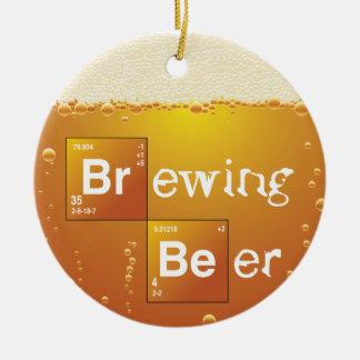 Cerveza de la elaboración de la cerveza adorno navideño redondo de cerámica