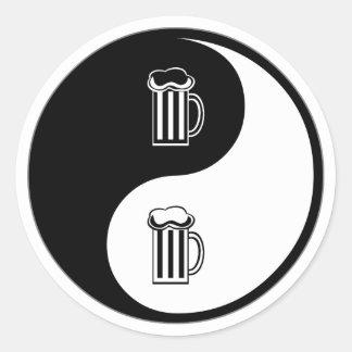 Cerveza de Yin Yang Pegatina Redonda