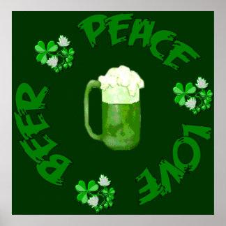 Cerveza del amor de la paz póster